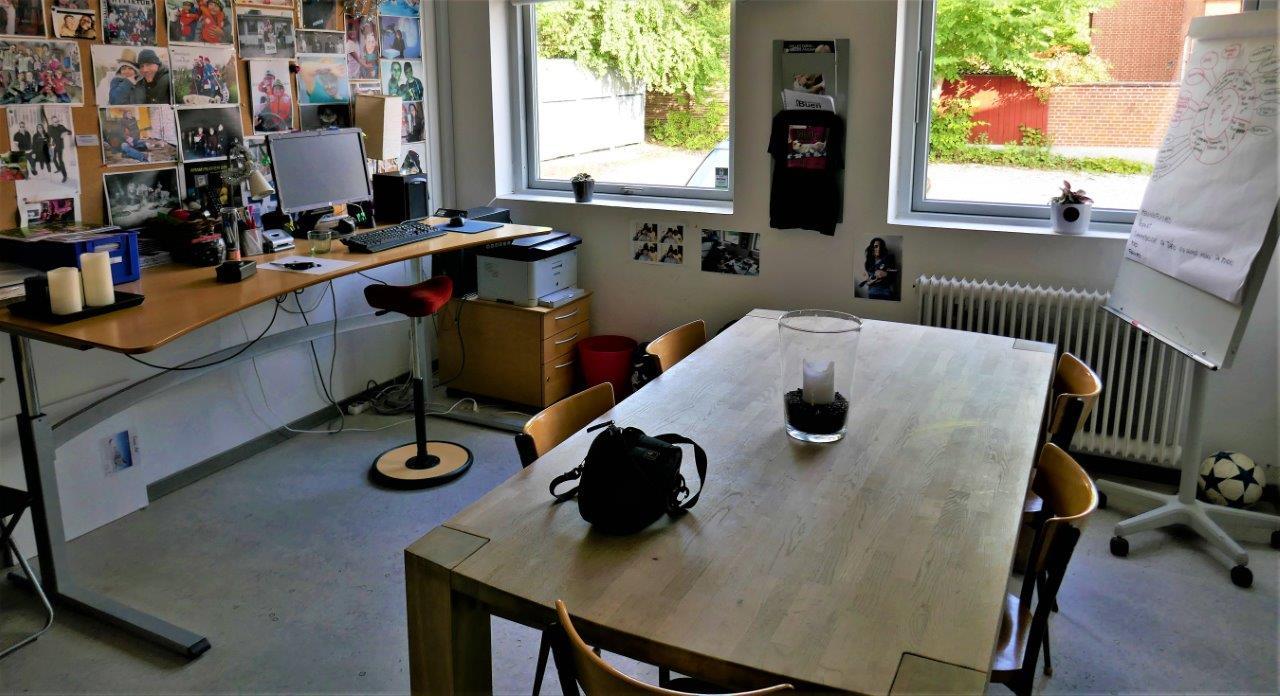 Foto af et rum med EDB udstyr og Kamera udstyr