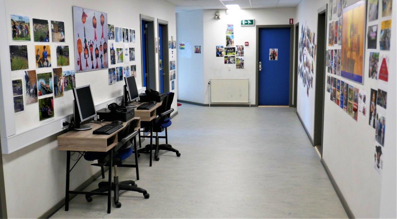 Foto af et rum med computere